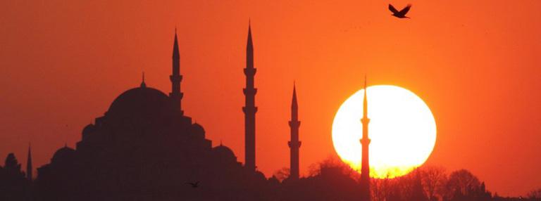 Sun sets over Ottoman-era Suleymaniye mosque in Istanbul